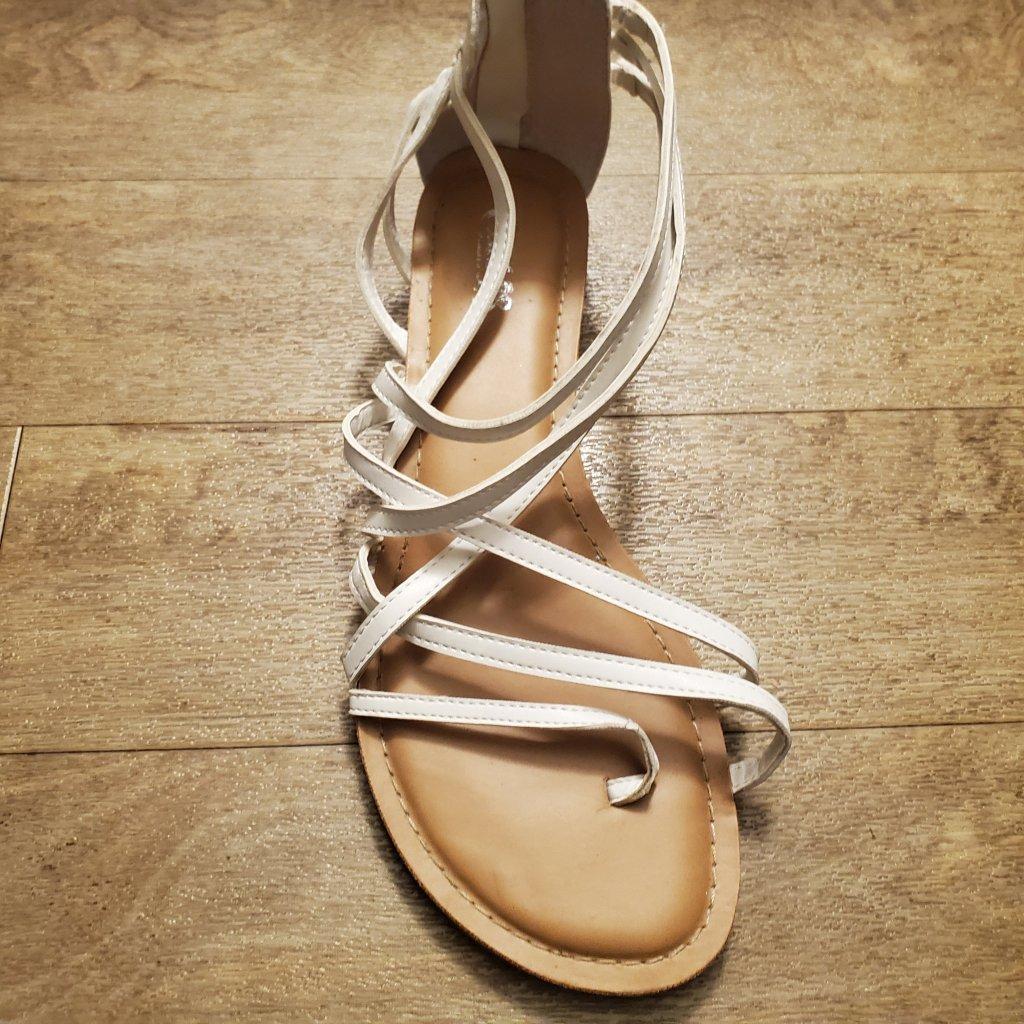 White strappy sandals Aidensblog